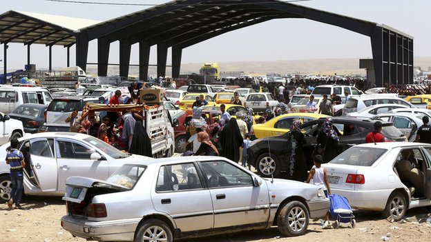 Residents Attempting To Flee Mosul, June 2014